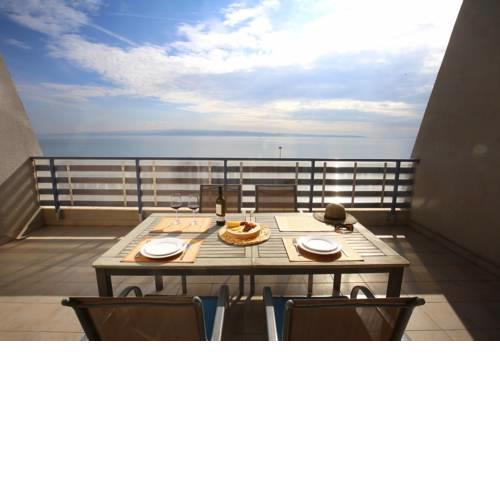 Split on the beach, 2 floors & wide terrace